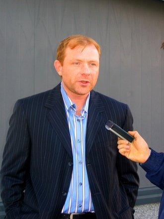 Жамнов летит на переговоры с Саймоном
